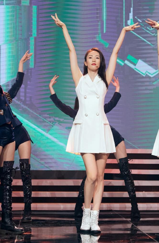 """Mặc chung một mẫu váy trắng lên sân khấu, 3 nữ chính """"30 Chưa Phải Là Hết"""" xinh như gái 18 - ảnh 3"""