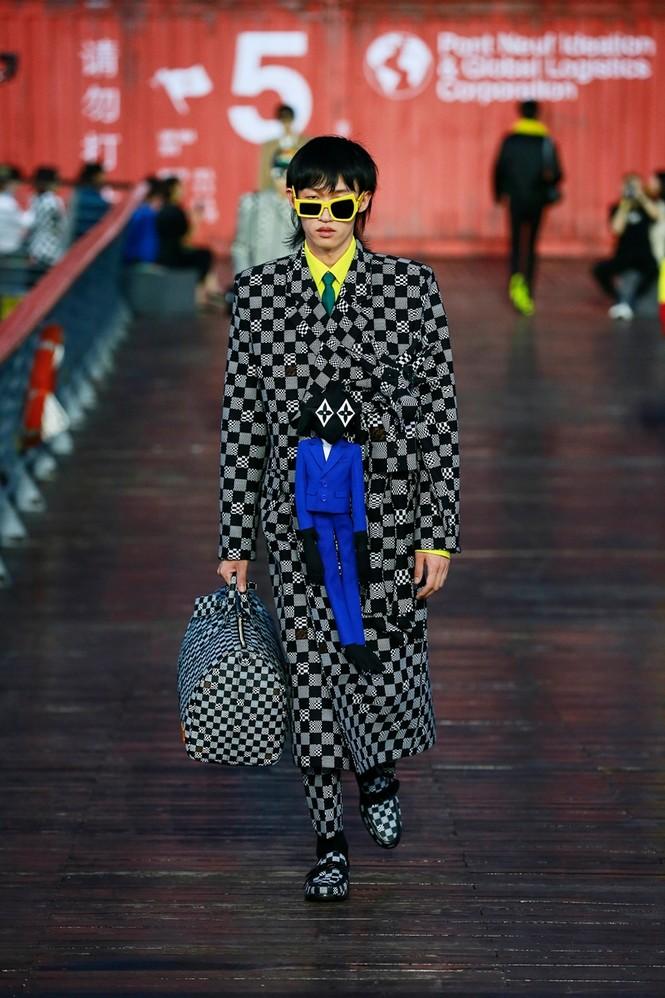 Nhờ Ngô Diệc Phàm ôm bóng bay khổng lồ, show của Louis Vuitton thu hút 100 triệu lượt xem - ảnh 6
