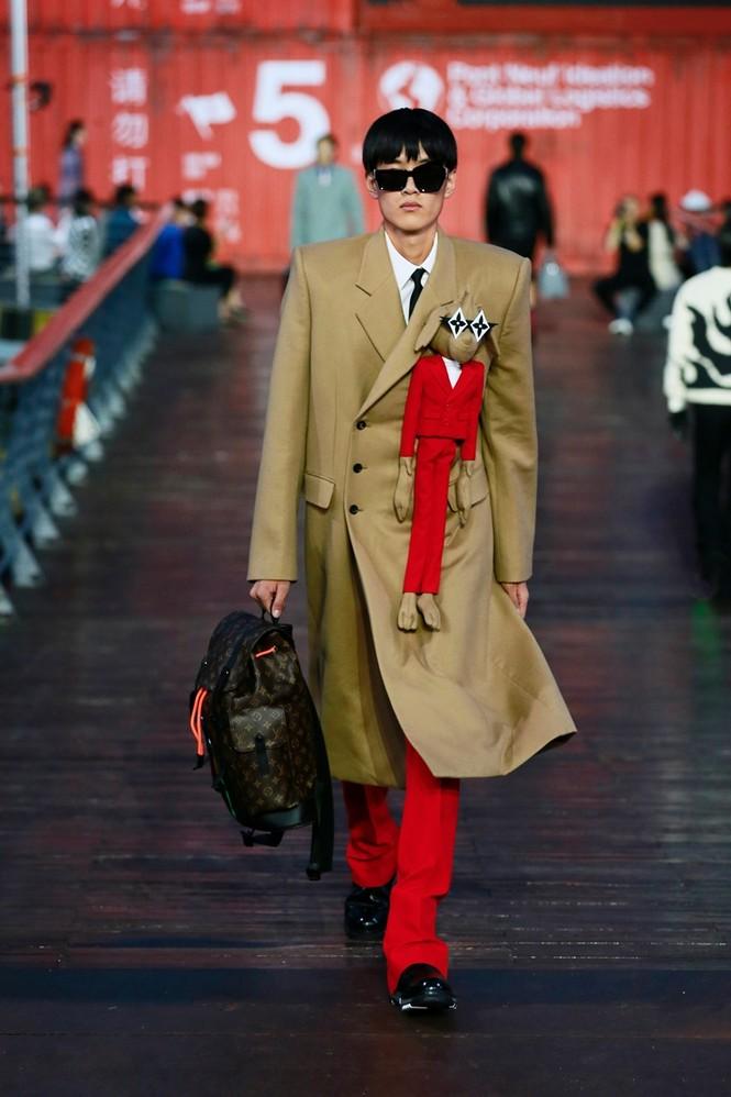 Nhờ Ngô Diệc Phàm ôm bóng bay khổng lồ, show của Louis Vuitton thu hút 100 triệu lượt xem - ảnh 5