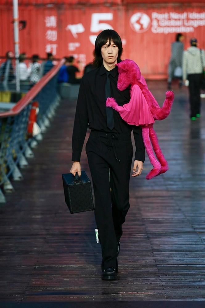 Nhờ Ngô Diệc Phàm ôm bóng bay khổng lồ, show của Louis Vuitton thu hút 100 triệu lượt xem - ảnh 2
