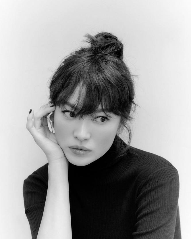 Song Hye Kyo tung bộ ảnh quảng cáo mới xinh sắc sảo, lọt Top 10 sao Hàn giàu nhất 2020 - ảnh 1