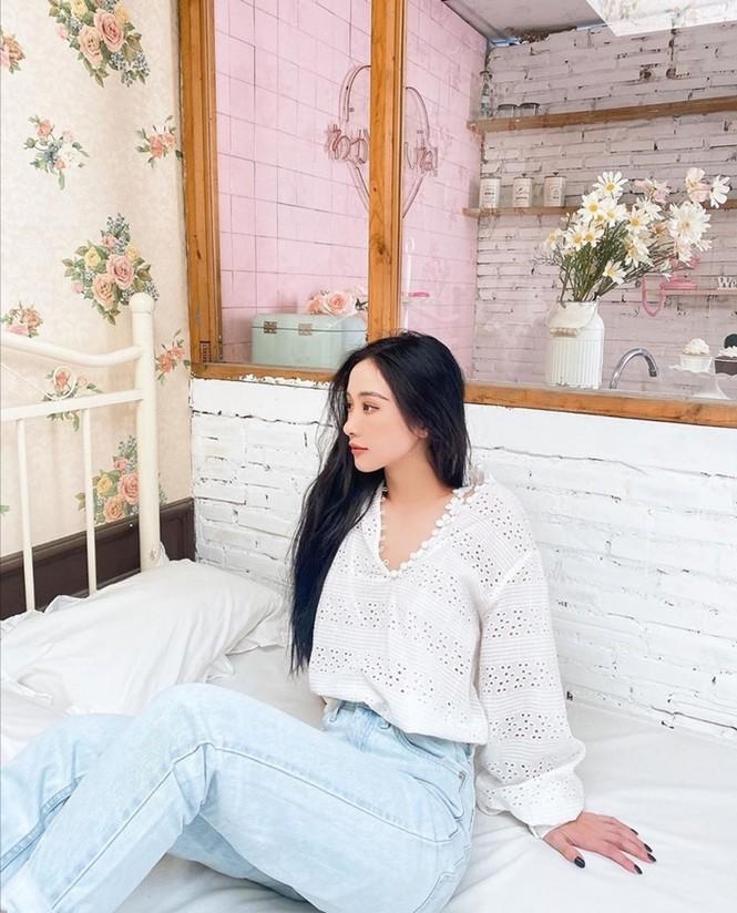 Ngọc Trinh, Jun Vũ, Phương Ly khoe khả năng cân mọi loại trang phục từ nữ tính đến cá tính - ảnh 7