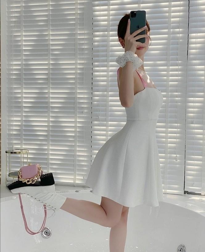 Ngọc Trinh, Jun Vũ, Phương Ly khoe khả năng cân mọi loại trang phục từ nữ tính đến cá tính - ảnh 1