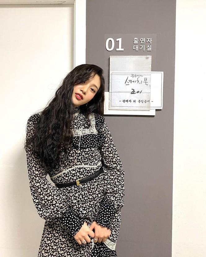 """""""Đụng hàng"""" bộ váy 100 triệu đồng với Seo Ye Ji, Joy (Red Velvet) bị chê trông xuề xòa hơn - ảnh 6"""