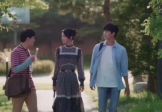 """""""Đụng hàng"""" bộ váy 100 triệu đồng với Seo Ye Ji, Joy (Red Velvet) bị chê trông xuề xòa hơn - ảnh 3"""