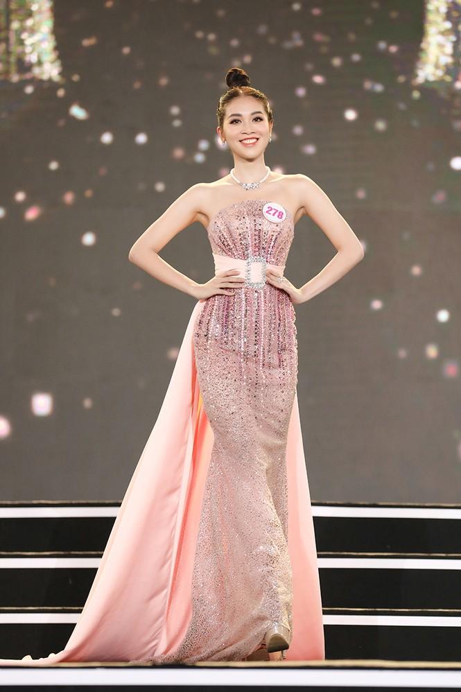 Top 35 Hoa hậu Việt Nam 2020 chính thức lộ diện trong trang phục dạ hội xinh đẹp lộng lẫy - ảnh 7