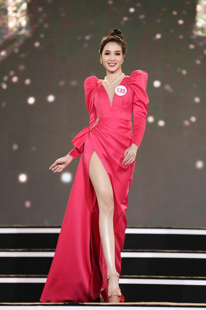 Top 35 Hoa hậu Việt Nam 2020 chính thức lộ diện trong trang phục dạ hội xinh đẹp lộng lẫy - ảnh 3