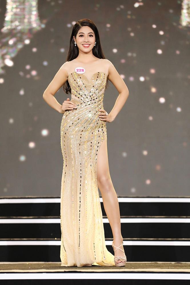 Top 35 Hoa hậu Việt Nam 2020 chính thức lộ diện trong trang phục dạ hội xinh đẹp lộng lẫy - ảnh 9
