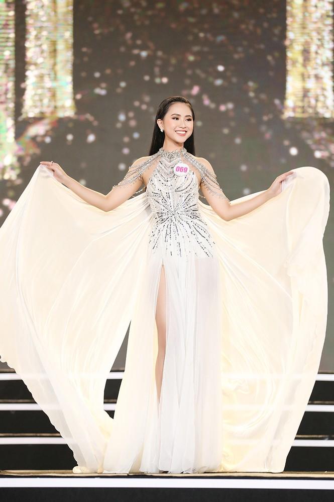 Top 35 Hoa hậu Việt Nam 2020 chính thức lộ diện trong trang phục dạ hội xinh đẹp lộng lẫy - ảnh 4