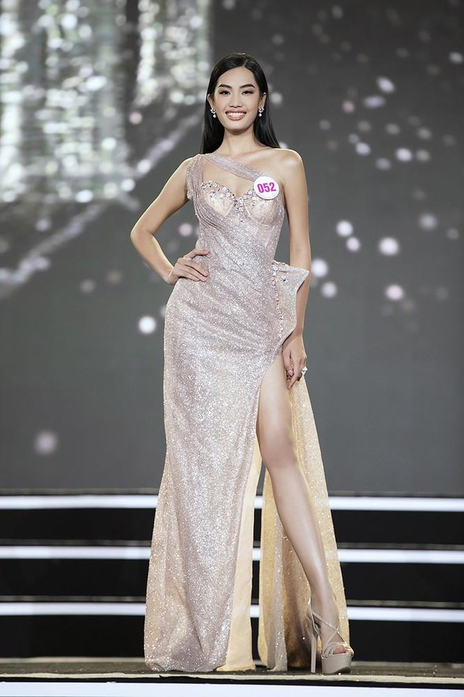 Top 35 Hoa hậu Việt Nam 2020 chính thức lộ diện trong trang phục dạ hội xinh đẹp lộng lẫy - ảnh 23