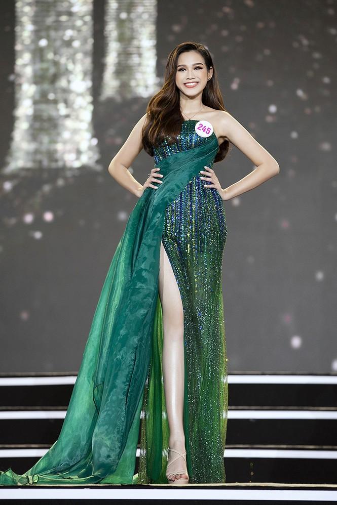 Top 35 Hoa hậu Việt Nam 2020 chính thức lộ diện trong trang phục dạ hội xinh đẹp lộng lẫy - ảnh 19