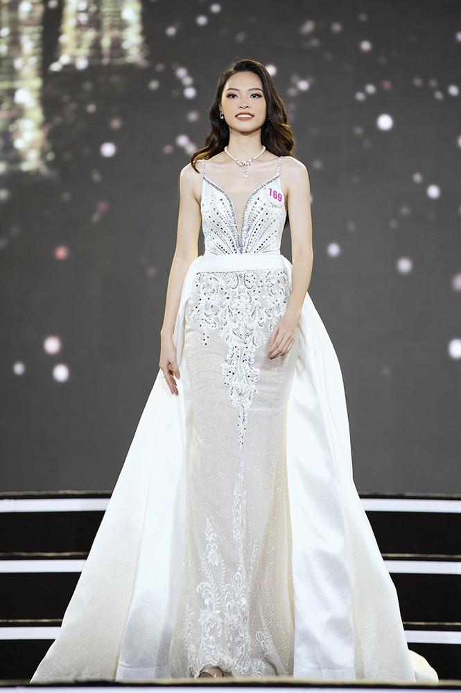 Top 35 Hoa hậu Việt Nam 2020 chính thức lộ diện trong trang phục dạ hội xinh đẹp lộng lẫy - ảnh 17