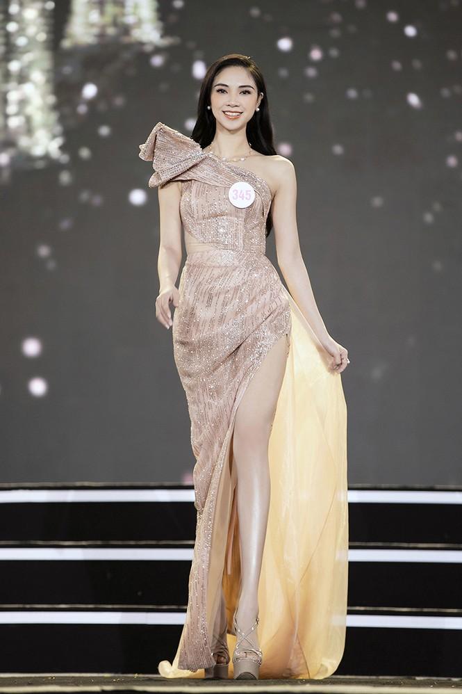 Top 35 Hoa hậu Việt Nam 2020 chính thức lộ diện trong trang phục dạ hội xinh đẹp lộng lẫy - ảnh 21