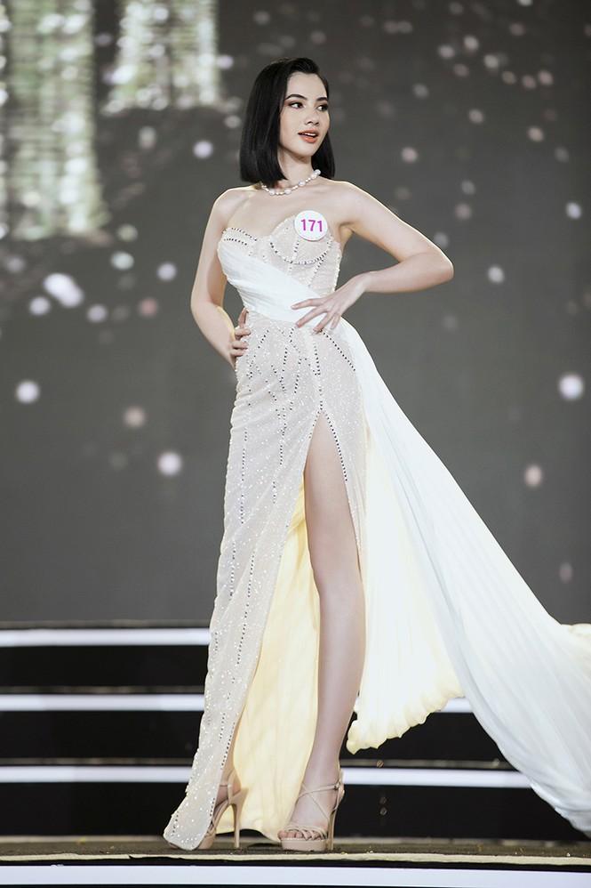 Top 35 Hoa hậu Việt Nam 2020 chính thức lộ diện trong trang phục dạ hội xinh đẹp lộng lẫy - ảnh 27