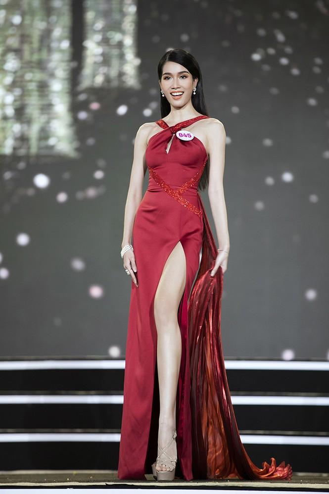 Top 35 Hoa hậu Việt Nam 2020 chính thức lộ diện trong trang phục dạ hội xinh đẹp lộng lẫy - ảnh 32