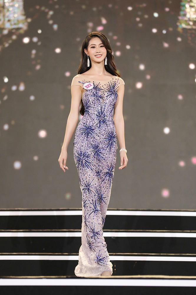 Top 35 Hoa hậu Việt Nam 2020 chính thức lộ diện trong trang phục dạ hội xinh đẹp lộng lẫy - ảnh 16