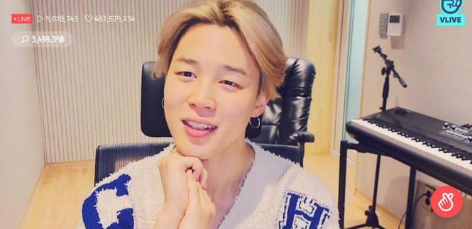 """Choáng với màn """"sold out"""" chiếc áo len nữ Jimin (BTS) mặc trong live stream, giá cực sốc - ảnh 1"""