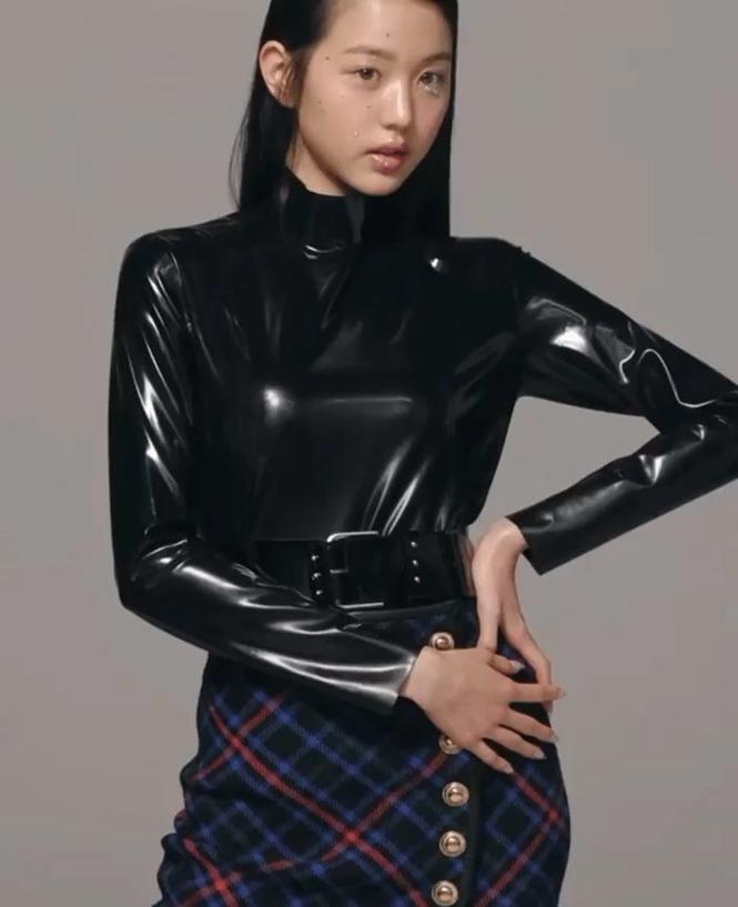 Jang Won Young và Rosé BLACKPINK đụng hàng: Chân dài cực phẩm không đọ được với chân cong - ảnh 4
