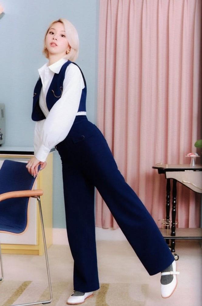 """Vì sao netizen Hàn """"năn nỉ"""" stylist cho TWICE mặc trang phục ở album mới phiên bản Retro? - ảnh 25"""
