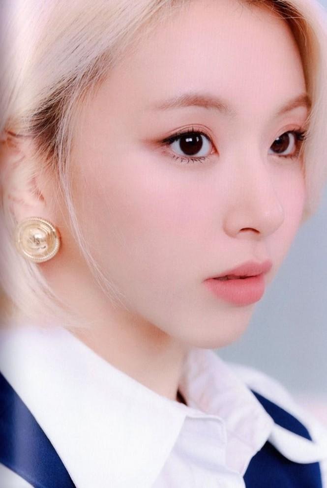 """Vì sao netizen Hàn """"năn nỉ"""" stylist cho TWICE mặc trang phục ở album mới phiên bản Retro? - ảnh 24"""