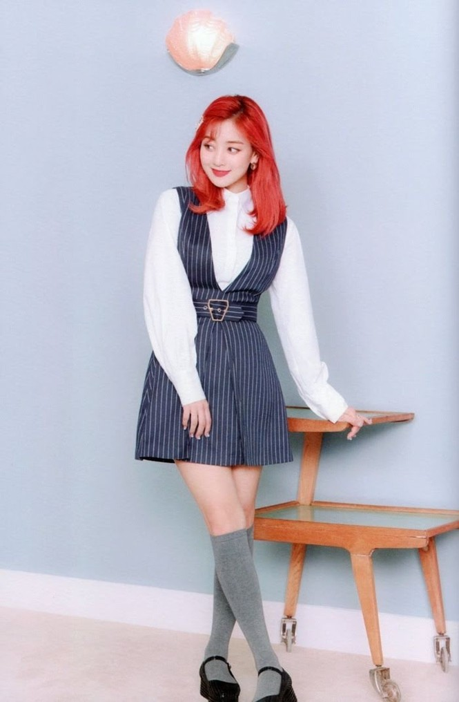 """Vì sao netizen Hàn """"năn nỉ"""" stylist cho TWICE mặc trang phục ở album mới phiên bản Retro? - ảnh 17"""