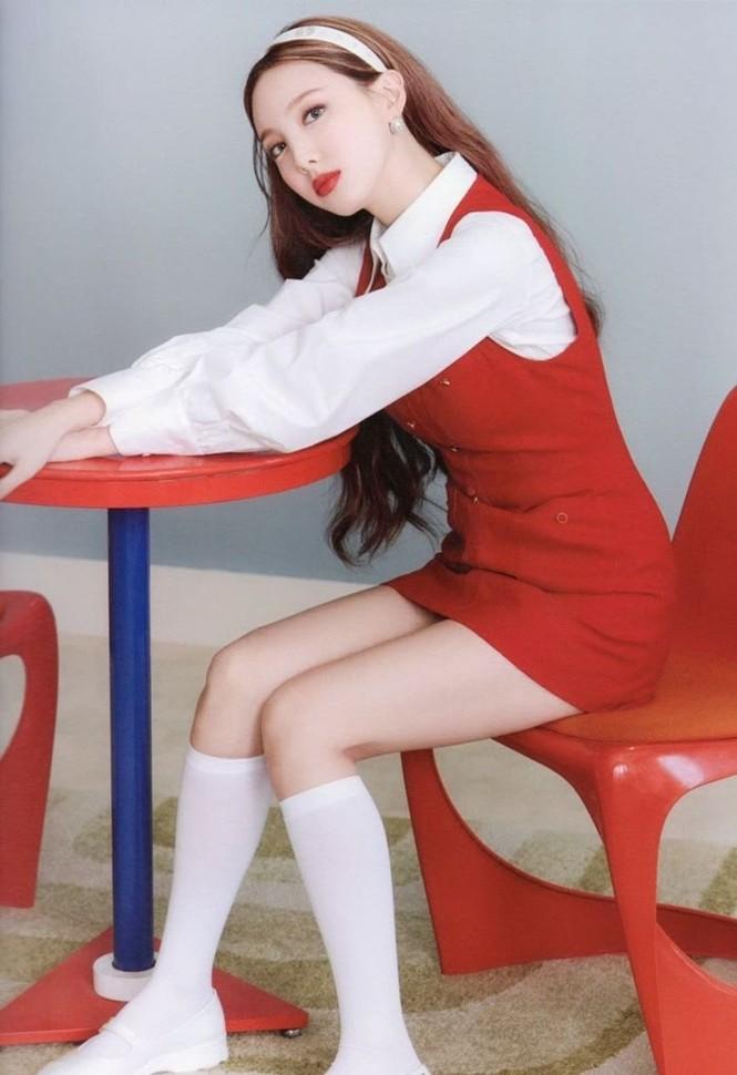 """Vì sao netizen Hàn """"năn nỉ"""" stylist cho TWICE mặc trang phục ở album mới phiên bản Retro? - ảnh 5"""