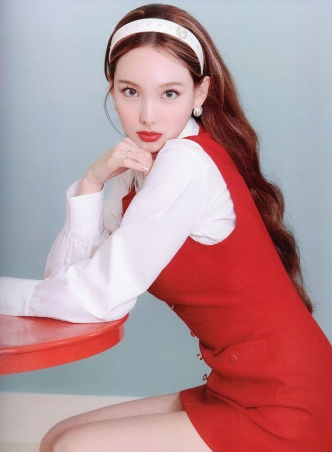 """Vì sao netizen Hàn """"năn nỉ"""" stylist cho TWICE mặc trang phục ở album mới phiên bản Retro? - ảnh 3"""
