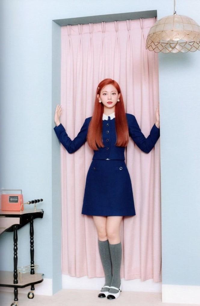 """Vì sao netizen Hàn """"năn nỉ"""" stylist cho TWICE mặc trang phục ở album mới phiên bản Retro? - ảnh 28"""