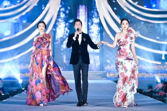 Đỗ Mỹ Linh vừa là Giám khảo, vừa là vedette đêm Người đẹp Thời trang của Hoa Hậu Việt Nam - ảnh 2