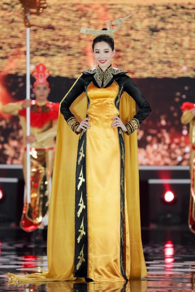 Nhan sắc 5 cựu Hoa hậu xinh đẹp tài năng của Hoa Hậu Việt Nam trong màn trình diễn áo dài - ảnh 2