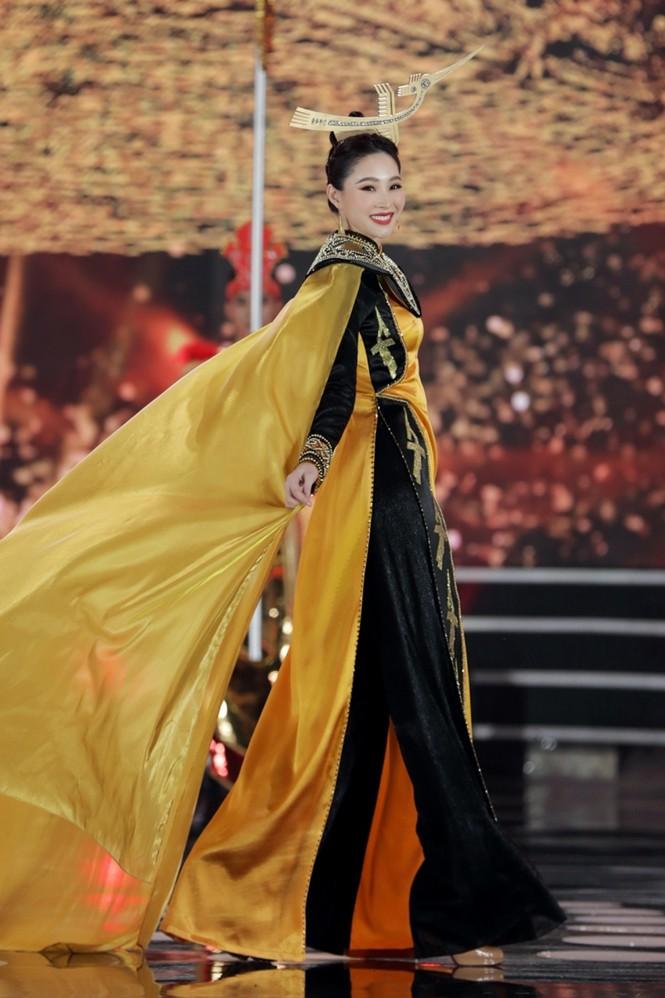 Nhan sắc 5 cựu Hoa hậu xinh đẹp tài năng của Hoa Hậu Việt Nam trong màn trình diễn áo dài - ảnh 3