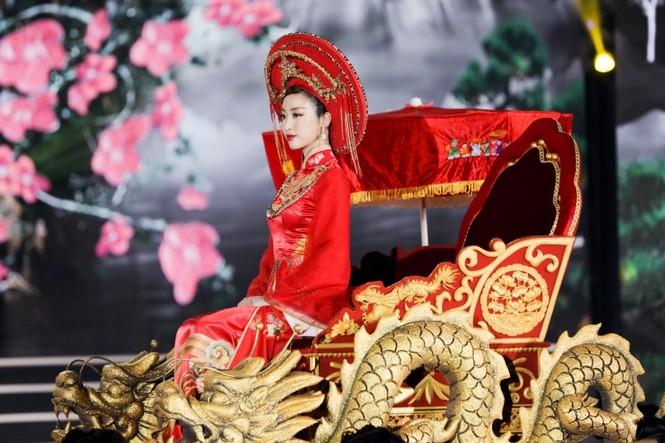 Nhan sắc 5 cựu Hoa hậu xinh đẹp tài năng của Hoa Hậu Việt Nam trong màn trình diễn áo dài - ảnh 5