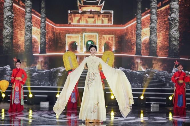 Nhan sắc 5 cựu Hoa hậu xinh đẹp tài năng của Hoa Hậu Việt Nam trong màn trình diễn áo dài - ảnh 1