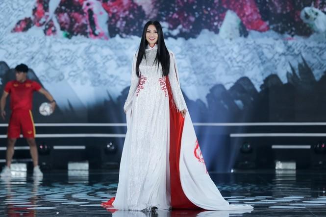 Nhan sắc 5 cựu Hoa hậu xinh đẹp tài năng của Hoa Hậu Việt Nam trong màn trình diễn áo dài - ảnh 8