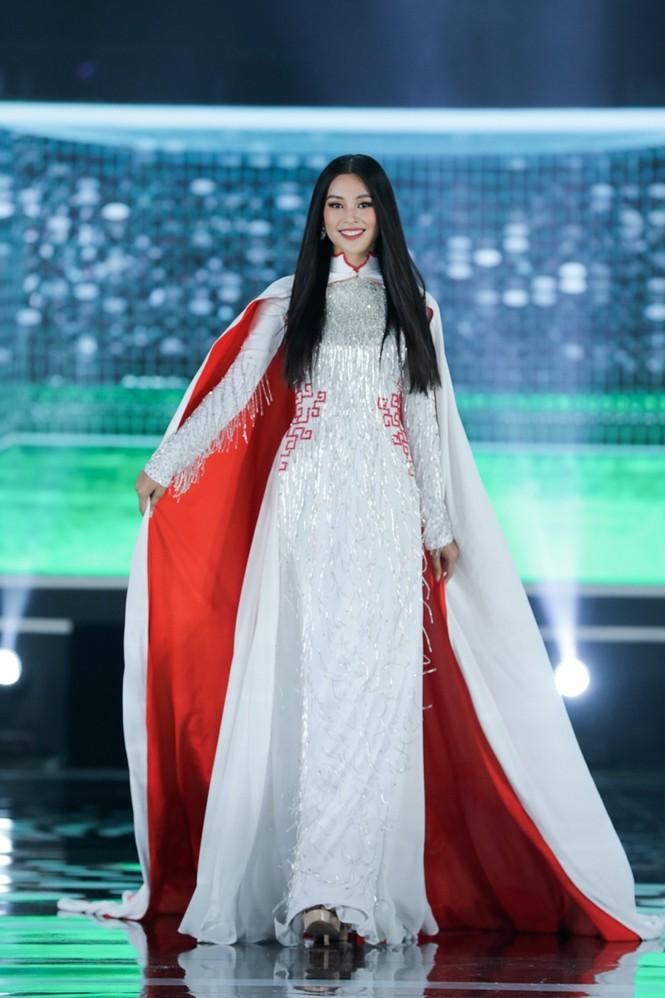 Nhan sắc 5 cựu Hoa hậu xinh đẹp tài năng của Hoa Hậu Việt Nam trong màn trình diễn áo dài - ảnh 7