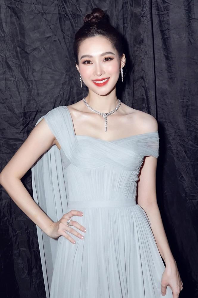 Nhan sắc đẳng cấp của 5 cựu hoa hậu từ thảm đỏ tới hậu trường đêm CK Hoa Hậu Việt Nam 2020 - ảnh 10