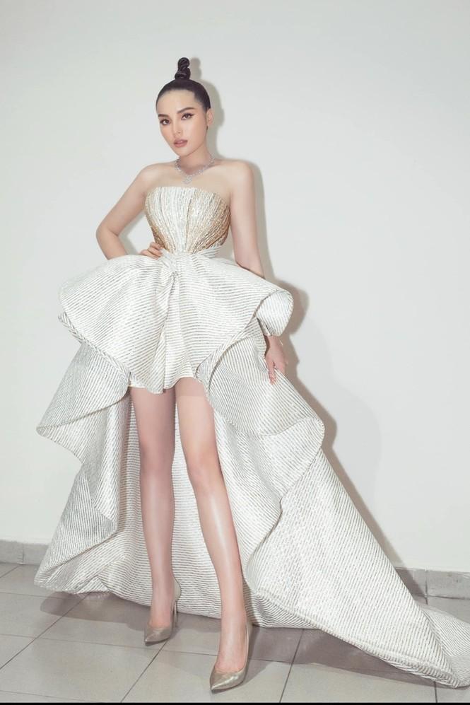 Nhan sắc đẳng cấp của 5 cựu hoa hậu từ thảm đỏ tới hậu trường đêm CK Hoa Hậu Việt Nam 2020 - ảnh 16