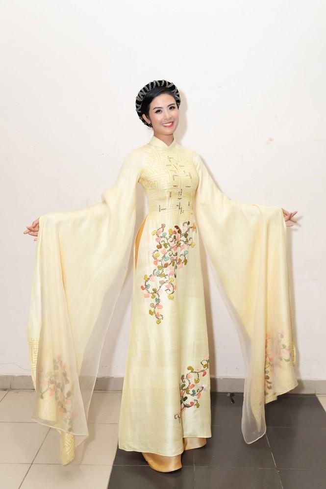 Nhan sắc đẳng cấp của 5 cựu hoa hậu từ thảm đỏ tới hậu trường đêm CK Hoa Hậu Việt Nam 2020 - ảnh 4