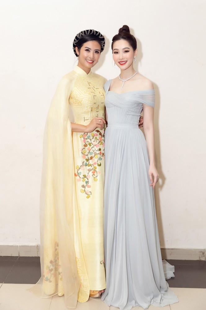 Nhan sắc đẳng cấp của 5 cựu hoa hậu từ thảm đỏ tới hậu trường đêm CK Hoa Hậu Việt Nam 2020 - ảnh 6