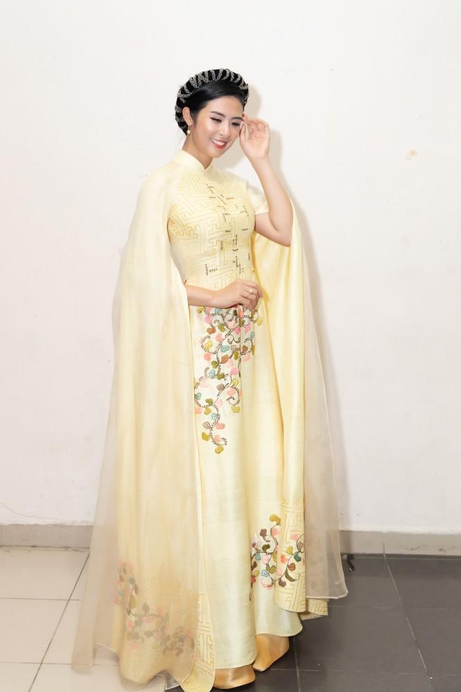 Nhan sắc đẳng cấp của 5 cựu hoa hậu từ thảm đỏ tới hậu trường đêm CK Hoa Hậu Việt Nam 2020 - ảnh 5