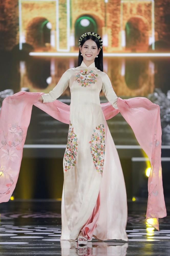 Ngắm lại BST áo dài đẹp nhất đêm chung kết Hoa Hậu Việt Nam 2020 của nàng hậu Ngọc Hân - ảnh 7