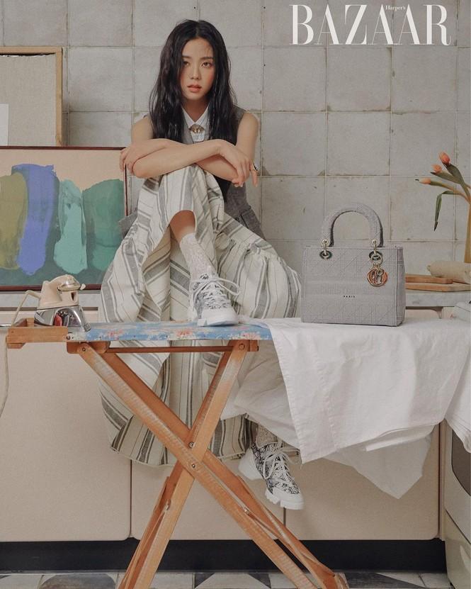 """Jisoo BLACKPINK """"đầu bù tóc rối"""" trên Harper's Bazaar Hàn nhưng vẫn không giấu được visual """"hoa hậu"""" - ảnh 2"""