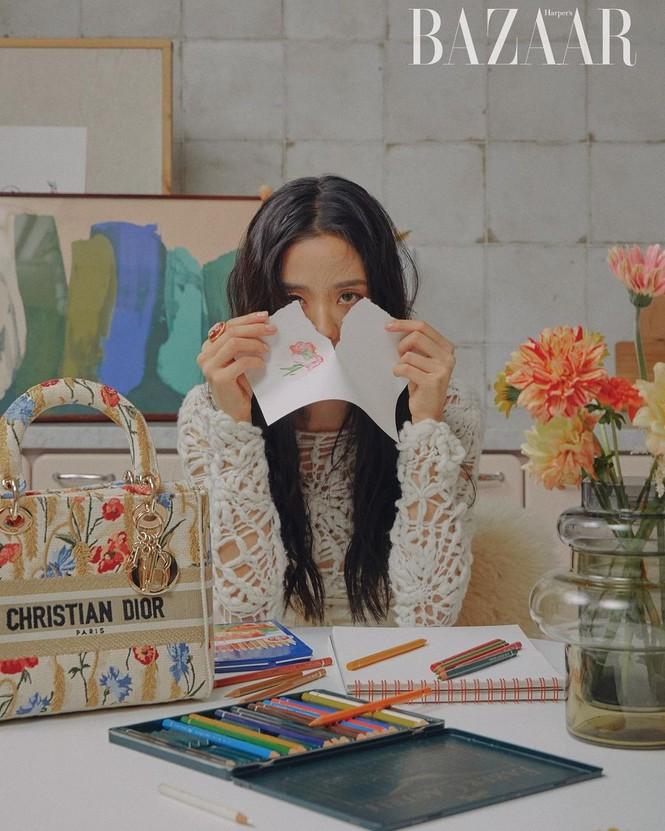 """Jisoo BLACKPINK """"đầu bù tóc rối"""" trên Harper's Bazaar Hàn nhưng vẫn không giấu được visual """"hoa hậu"""" - ảnh 1"""