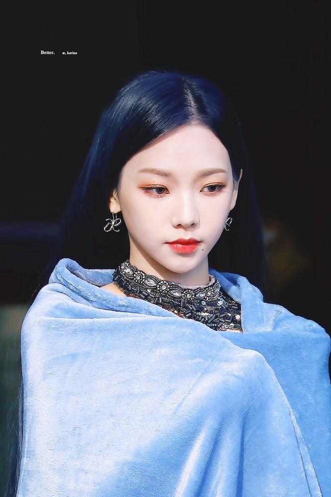 Netizen Hàn phát hiện tỉ lệ khuôn mặt Karina (aespa) giống Chaeyoung (TWICE) đến giật mình - ảnh 2