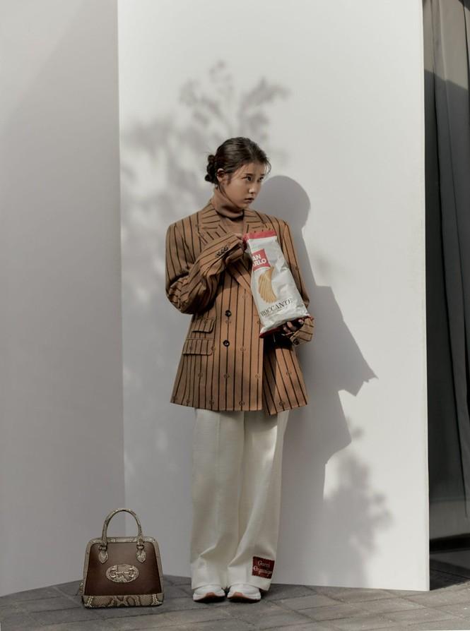 """IU diện trang phục lịch lãm như một """"quý ông"""" trên ấn phẩm GQ Man Of The Year - ảnh 8"""