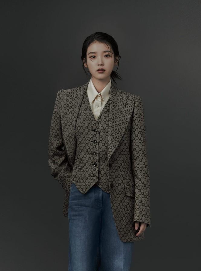 """IU diện trang phục lịch lãm như một """"quý ông"""" trên ấn phẩm GQ Man Of The Year - ảnh 5"""
