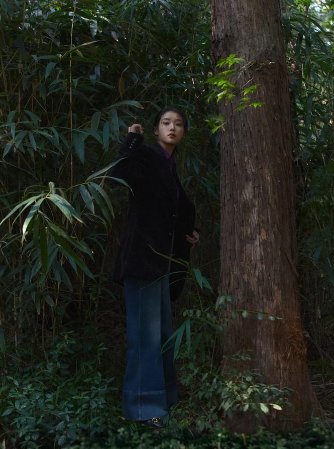 """IU diện trang phục lịch lãm như một """"quý ông"""" trên ấn phẩm GQ Man Of The Year - ảnh 9"""