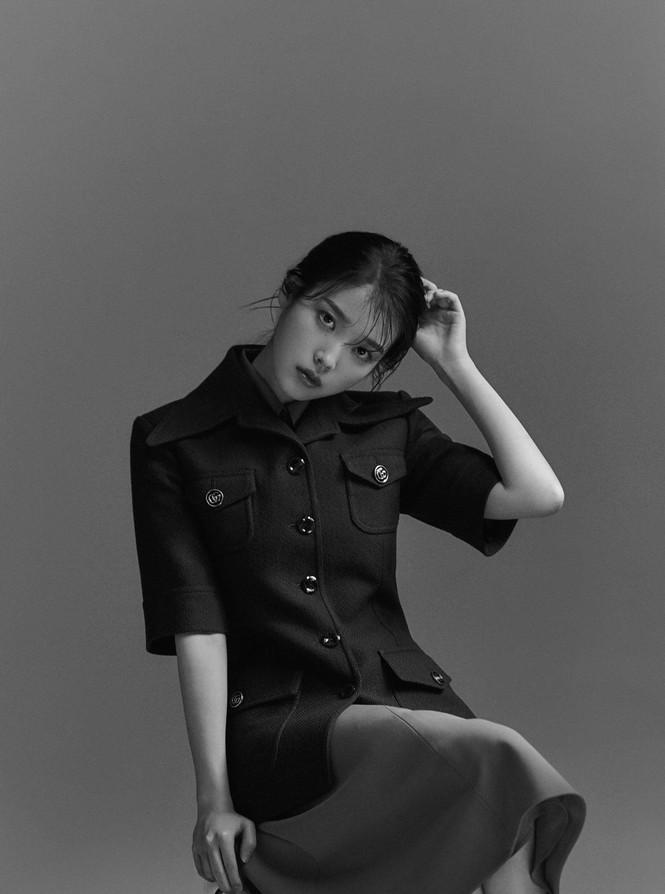 """IU diện trang phục lịch lãm như một """"quý ông"""" trên ấn phẩm GQ Man Of The Year - ảnh 10"""