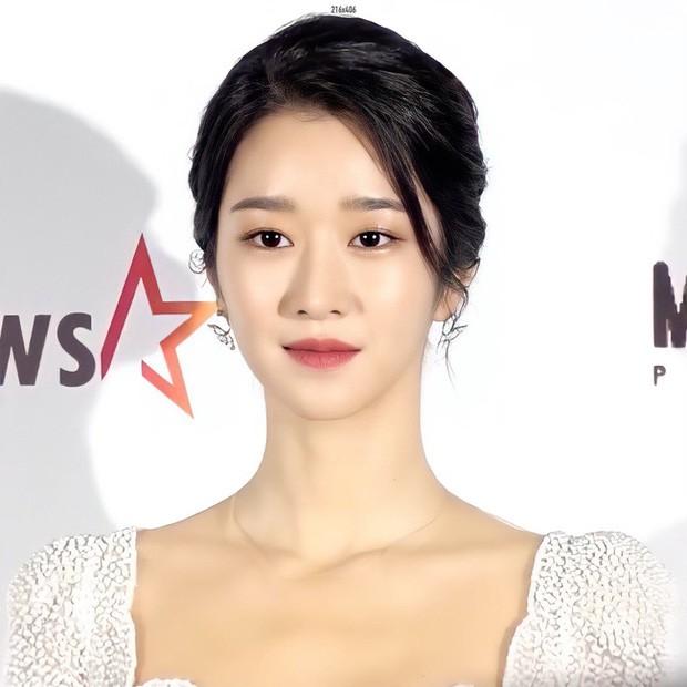 Xuất hiện trên thảm đỏ AAA 2020 với mẫu váy phong cách cô dâu, Seo Ye Ji bị chê nhạt nhoà - ảnh 5