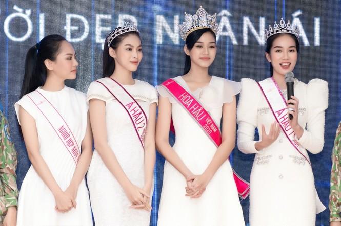 Hoa hậu Đỗ Thị Hà giản dị và thân thiện trong chuyến từ thiện đầu tiên sau đăng quang - ảnh 6